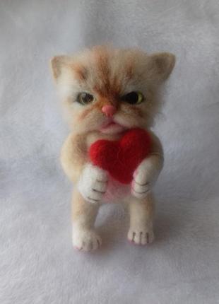 Брелок из шерсти на сумку, рюкзак, в машину  котёнок с сердечком.