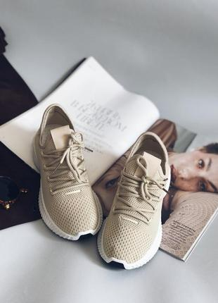 Женские модные кроссовки бежевого цвета, очень удобные и стильные