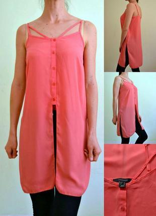 Актуальная удлинённая блуза на тонких бретелях
