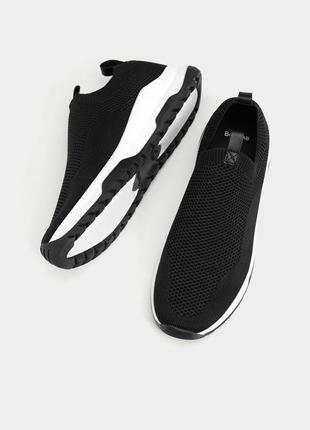 Черные кроссовки из эластичного текстиля