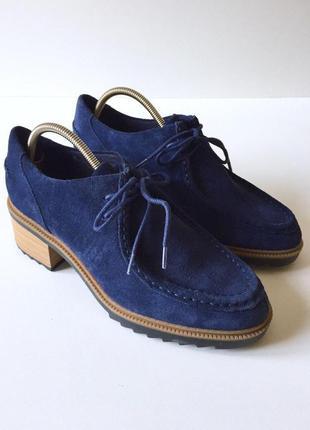 Очень стильные замшевые туфли на среднем каблуке от clarks