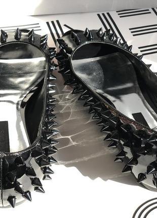 Black кожаные туфли лак с шипами ruthie davis rds11023 италия оригинал