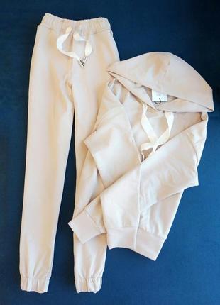 Стильный и удобный костюм укороченные штаны высокая посадка худи с капюшоном