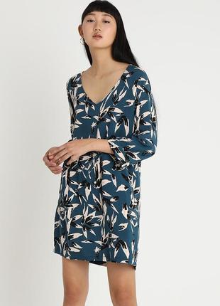 Легкое синее платье в цветах minimum
