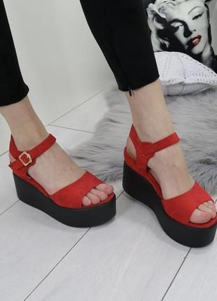 Новые женские красные босоножки на платформе