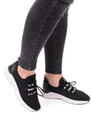 Черные летние кроссовки в сеточку