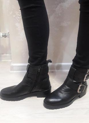 Стильные ботинки от бренда zara