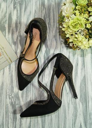 Catwalk. красивые туфли лодочки со стразами