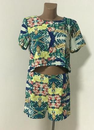 Костюм шорты и футболка яркий летний тропик