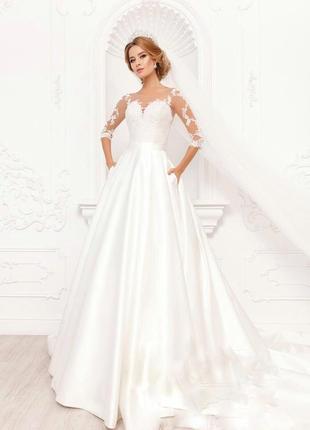Классическое свадебное платье со шлефом