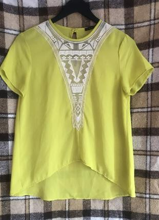 Aishop актуальная салатовая блуза футболка под шифон с кружевной вставкой. р. s