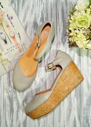 D. nordin. италия. кожа. красивые открытые туфли на платформе
