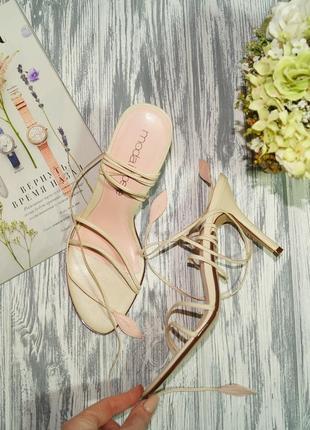 Moda in pelle. кожа. стильные босоножки с актуальной шнуровкой