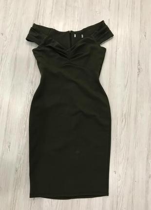 Платье миди с декольте