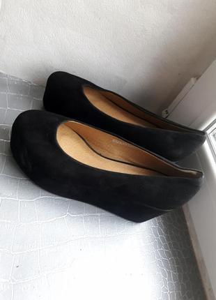 Фирменные, замшевые туфли на платформе