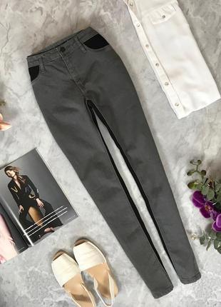 Серые джинсы с трикотажными вставками  pn1916150 mango