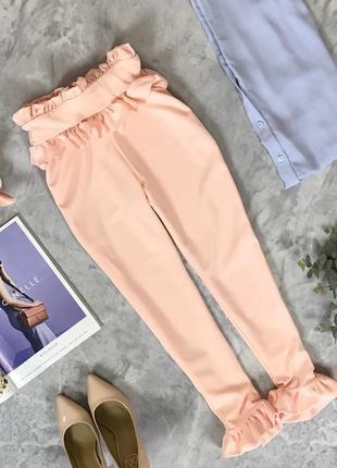 Укороченные брюки в нюдовом цвете с рюшами  pn1916154 prettylittlething