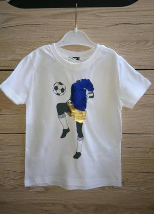 Стильная и качественная футболка мальчику с   пайетками-перевертышами kiabi
