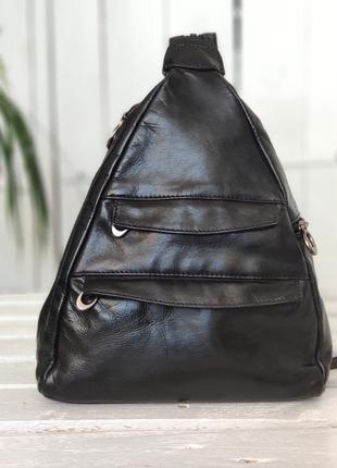 Женский кожаный небольшой рюкзак.