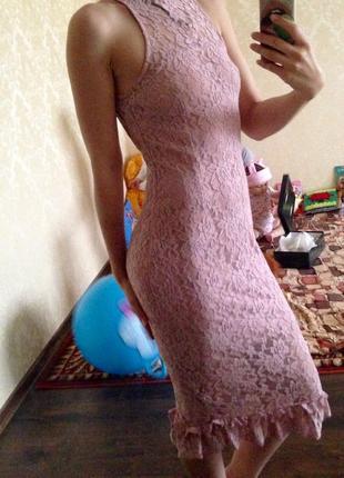 Пудровое сексуальное платье по фигуре пыльная роза ажурное гепюровое в обтяжку нежное