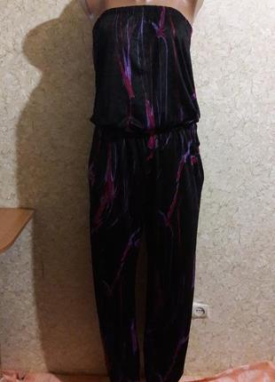 Стильный комбинезон без бретелей с фиолетовыми разводами