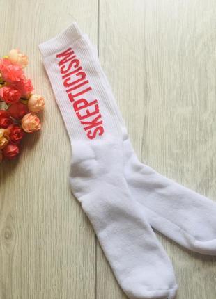 Модные высокие носки с принтом