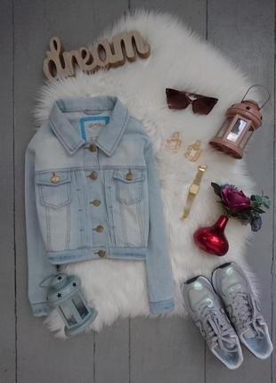 Светлая укороченная джинсовая куртка №11