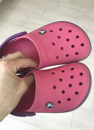 Яркие кроксы crocs