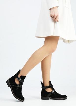 Черные замшевые ботинки на низком ходу4 фото