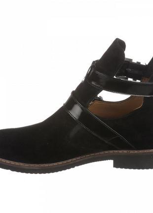 Черные замшевые ботинки на низком ходу3 фото