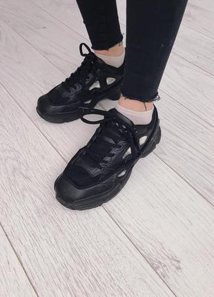 Кроссовки черные , стильные