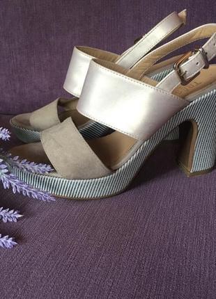 Стильные, удобные  босоножки tres jolie (italy)на толстом каблуке