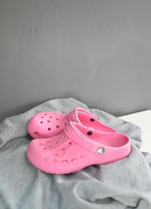 Крутые розовые crocs