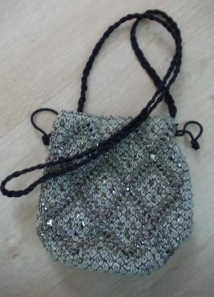В наличии модная  сумочка-кисет ,фирма h&m