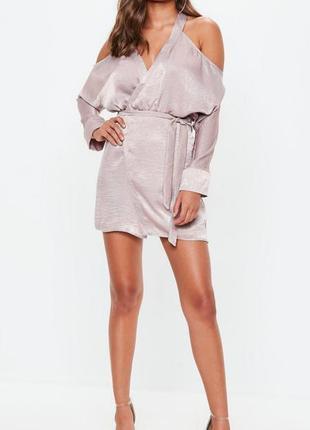 Шелковое платье-халат missguided с открытыми плечами