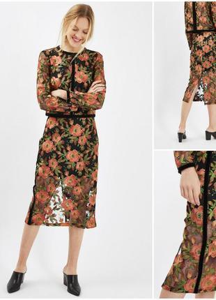 Роскошная юбка с кружевными с цветочными аппликациями