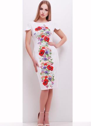 Платье белого цвета с маками