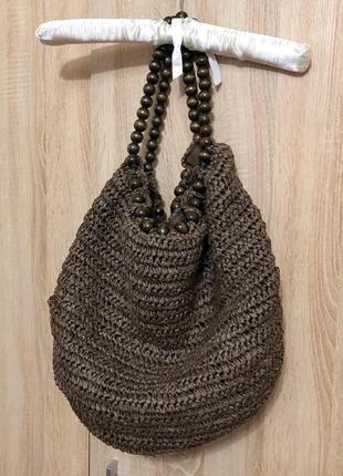 Плетеная сумка из соломы с деревянными ручками