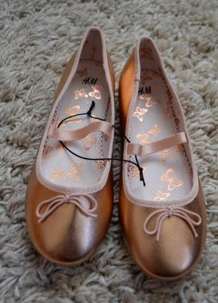 Туфли золотистые h&m 33