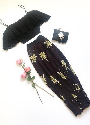Баклажановая миди-юбка плиссе в цветочный принт h&m. размер м