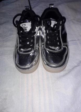 Светящиеся кроссовки на девочку