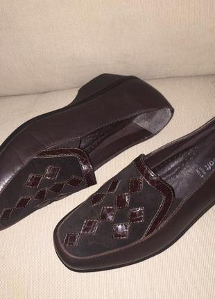 Легкие летние туфли на низком каблуке из натуральной кожи1 фото