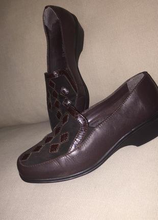 Легкие летние туфли на низком каблуке из натуральной кожи2 фото