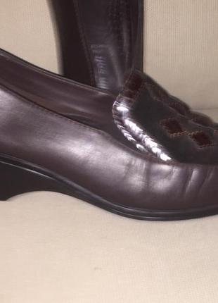 Легкие летние туфли на низком каблуке из натуральной кожи4 фото