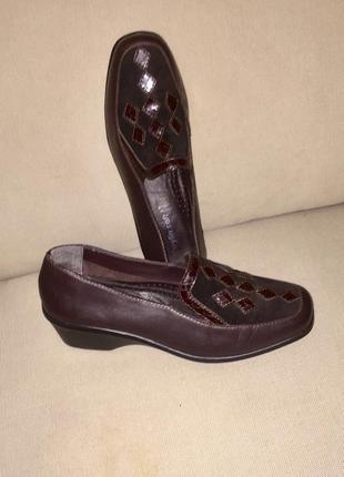 Легкие летние туфли на низком каблуке из натуральной кожи6 фото