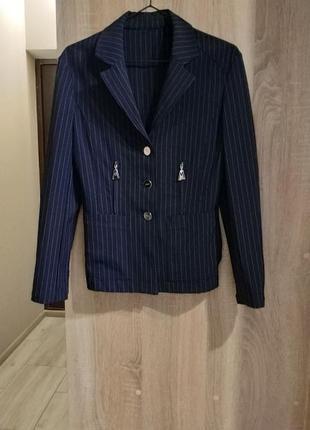 Женский пиджак тёмно-синий в полоску