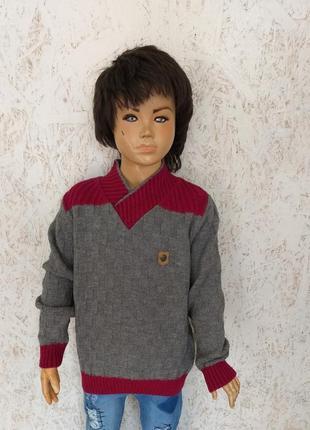Детский теплый фирменный свитер