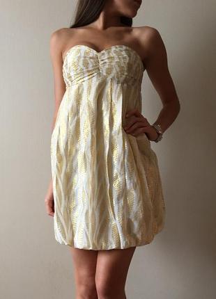 Золотое платье-бочонок бюстье без бретелек