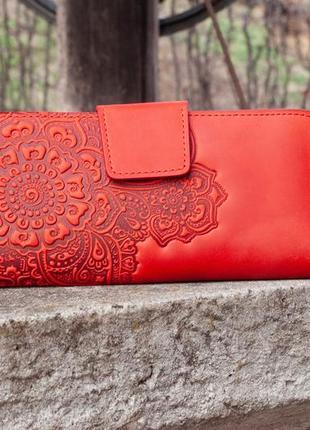 Красный кожаный кошелек женский длинный с орнаментом тиснение