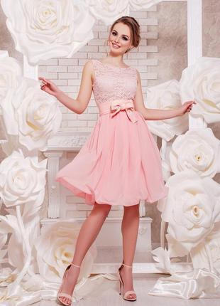 Персиковое коктейльное платье без рукавов